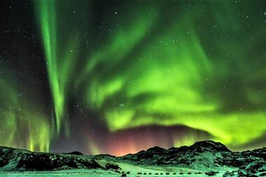 Ţara gheţarilor şi a vulcanilor sub luminile nordului