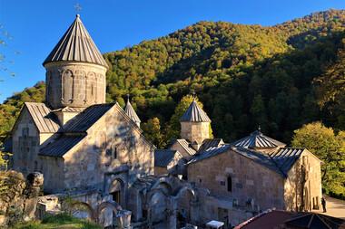 Meleaguri şi tradiţii caucaziene